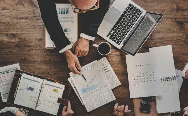 ¿Cómo se realizan las funciones administrativas de una empresa?